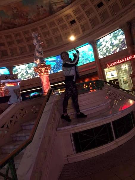 Galerie FOTO. Prodanca, invitat VIP la lansarea toamnei din Las Vegas! Cozi URIAŞE pentru colecţia Balmain!