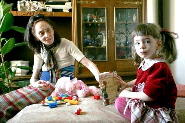 Fata Adrianei Iliescu a terminat clasa a VIII-a! Cum s-a fotografiat alături de colegi
