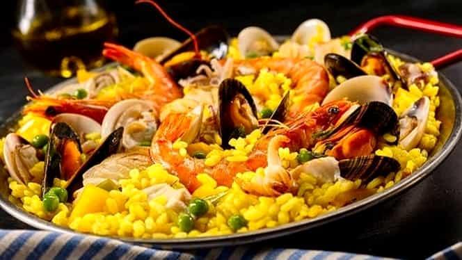 Rețeta zilei 19 octombrie. Paella cu fructe de mare, un preparat sățios și delicios