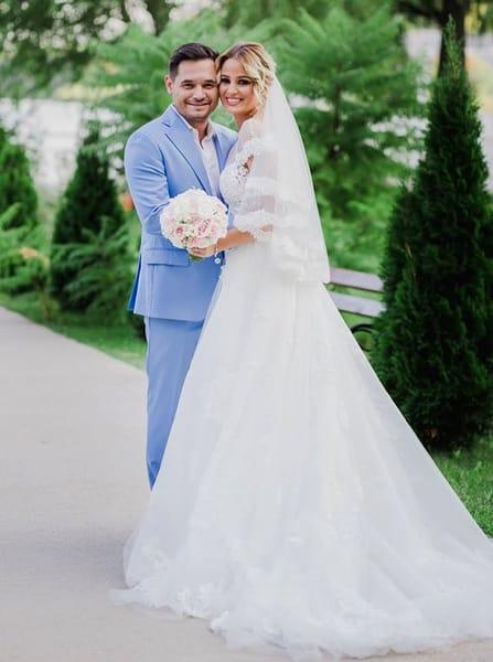 Pe Dorel din Las Fierbinţi îl ştie o ţară întreagă. Dar cum arată soţia lui? Ana Maria este de o frumuseţe rară. FOTO