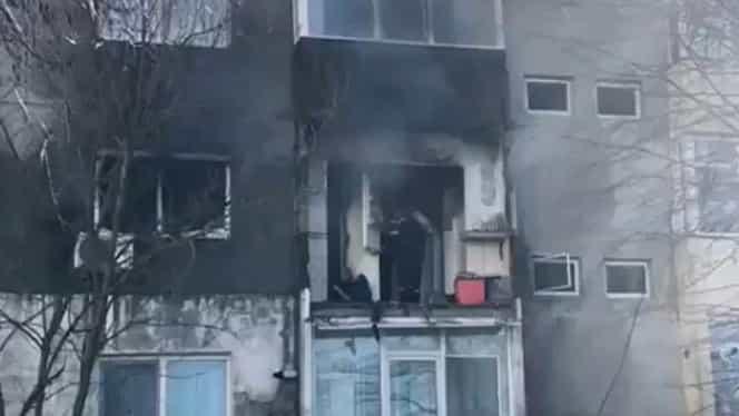 Explozie într-un apartament din Medgidia. Un bărbat a fost salvat de pompieri, apoi a luat-o la fugă