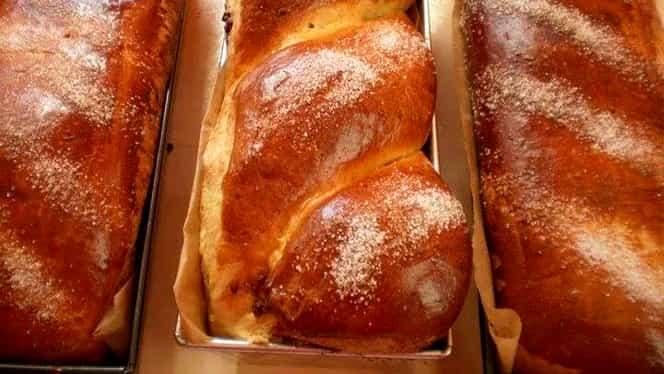 Cum faci cel mai gustos cozonac moldovenesc din aluat opărit
