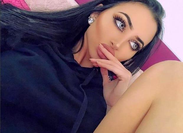 O femeie hărțuită în tinerețe pentru că era urâtă s-a transformat prin 3 operații estetice într-o brunetă sexy! Galerie FOTO