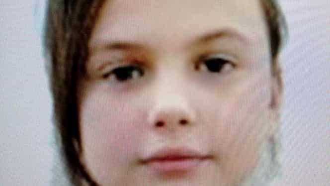 Drama fetiței din Piatra Neamț care și-a așteptat părinții toată noaptea într-o scară de bloc. Ana Maria are o poveste foarte tristă