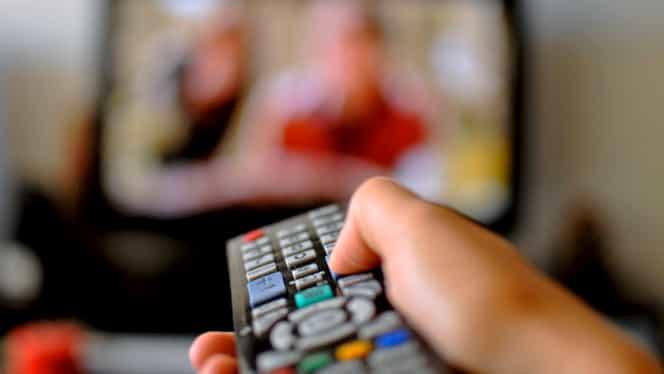 """Elevii își pot continua cursurile prin lecții difuzate la TVR! Ce materii vor fi predate la """"Teleșcoala"""""""