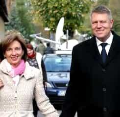 Klaus Iohannis și soția sa, Carmen, au vizitat Pompeii. Cum s-a îmbrăcat Prima Doamnă