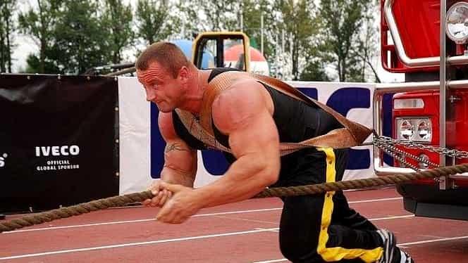 Vezi cât de rapid este cel mai puternic om al planetei! Câte lovituri în doar doua secunde! GALERIE FOTO şi VIDEO