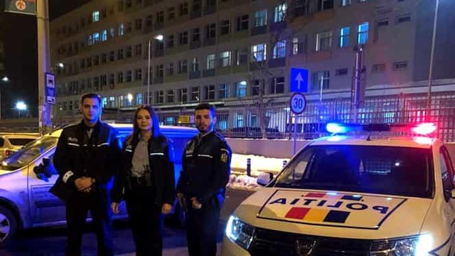 """O patrulă de poliţişti din Bucureşti a descoperit o femeie care a născut în trafic, într-o maşină. Femeia şi bebeluşul, transportaţi de urgenţă la spital. """"Raportăm cu bucurie că și mămica, și bebelușul, sunt bine"""""""
