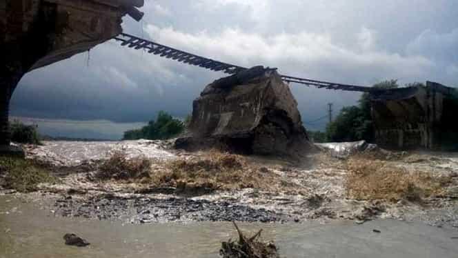 Pod de cale ferată prăbușit în Brașov! Imagini incredibile
