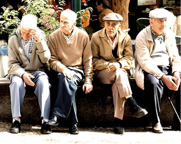 Cine mai contribuie la fondul de pensii? Viitor sumbru pentru România