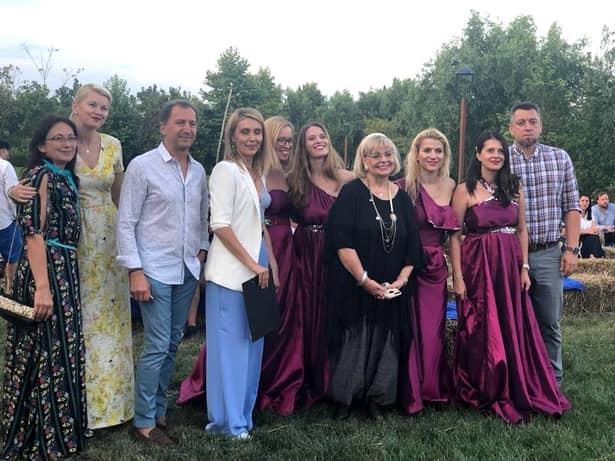 Irina Margareta Nistor a fost fotografiată, zilele trecute, alături de ceilalți participanți la un festival de film