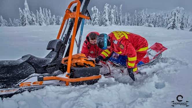 Tânăr accidentat pe o pârtie din Alba, transportat la spital de un echipaj Salvamont. Video