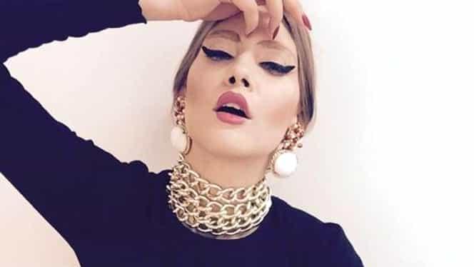 """Iulia Albu a reacționat după ce a văzut imaginile cu rochia Elenei Udrea de la botez: """"Păpușa Barbie a politicii"""""""