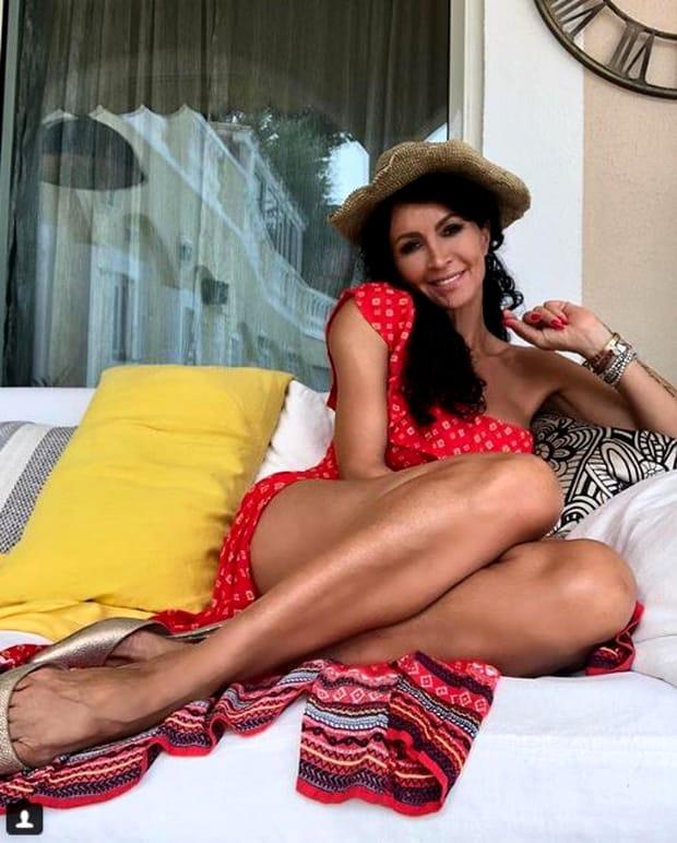 Fanii au criticat-o dur pe Mihaela Rădulescu. Vedeta zâmbeşte în faţa obiectivului