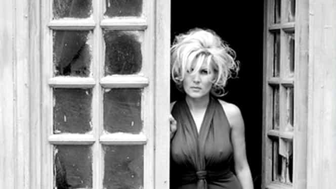 GALERIE FOTO / Pictorialul INTERZIS al Elenei Udrea! Ieri poza SUPER SEXY, mîine riscă ARESTUL!