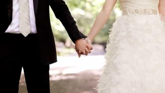 Răzbunarea unei mirese: a citit la nuntă mesajele către amantă