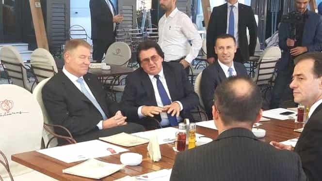 Klaus Iohannis, la terasă cu liderii PNL și primarul Timișoarei, Nicolae Robu! Foto