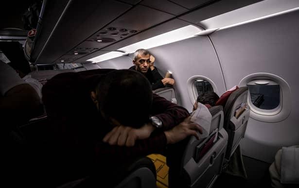 Zburați cu avionul și vă e teamă de coronavirus. Avion