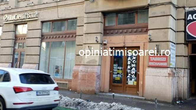 Jaf ca-n filme la o casă de schimb valutar din Timișoara! Cum au acționat hoții și câți bani au furat