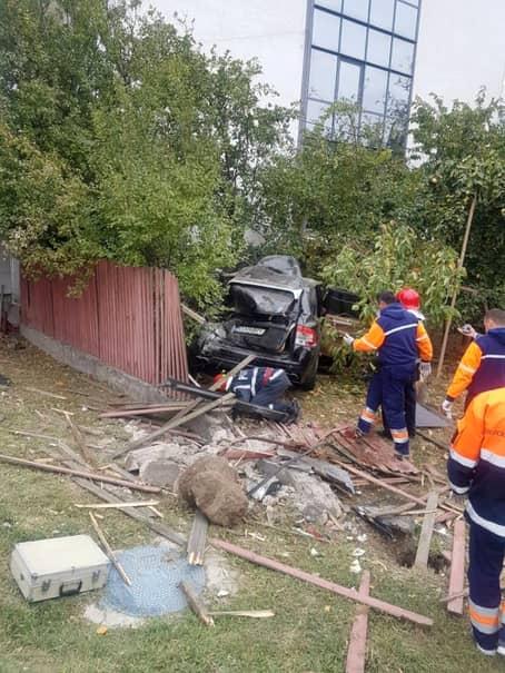 Accidentul a avut loc la ieșirea din Craiova, aproape de zona Hanul Doctorului. Acesta era la volanul mașinii lui puternice, un Porsche Cayenne, căreia i-a pierdut controlul, fiind disponibil în acel moment mai mult pe telefon decât cu ochii la drum. Bărbatul a murit în câteva minute de la producerea accidentului. Din păcate, medicii ajunși la fața locului, au încercat în repetate rânduri să-l resusciteze, însă fără folos.