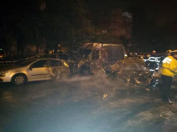 Galerie Foto! Accident grav în Bucureşti! Un om a murit, iar patru maşini au fost făcute scrum