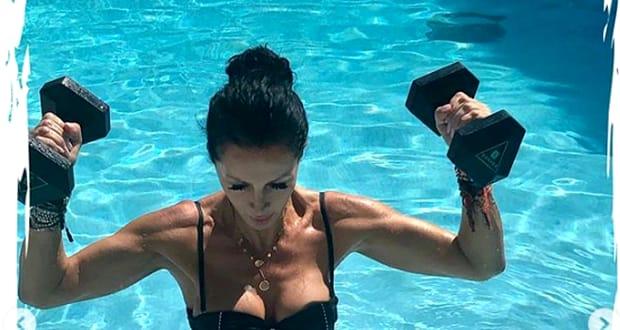 Mihaela Rădulescu fotografii de la piscină