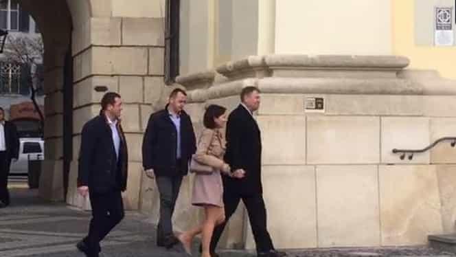 O nouă apariție controversată a lui Carmen Iohannis la biserică, duminică! Cuplul prezidențial a atras toate privirile