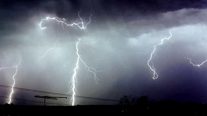 """Avertismentul meteorologilor despre vremea de azi: """"Intensificări ale vântului, cu aspect de vijelie"""". Ce zone sunt vizate"""
