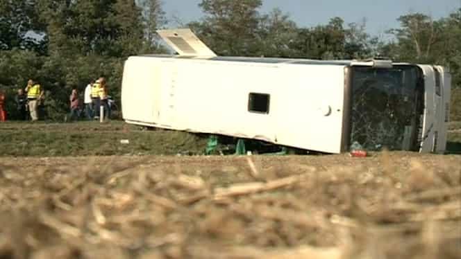 Accident de autocar, soldat cu 21 de răniţi