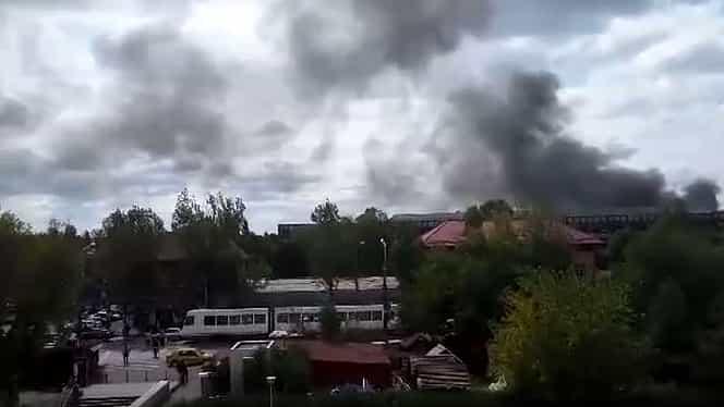 GALERIE FOTO. VIDEO. Incendiu puternic în estul Bucureştiului. O hală a fabricii Faur a luat foc