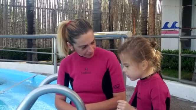 """O fetiță, tratată de autism cu ajutorul delfinilor: """"A început să-mi spună mama"""""""