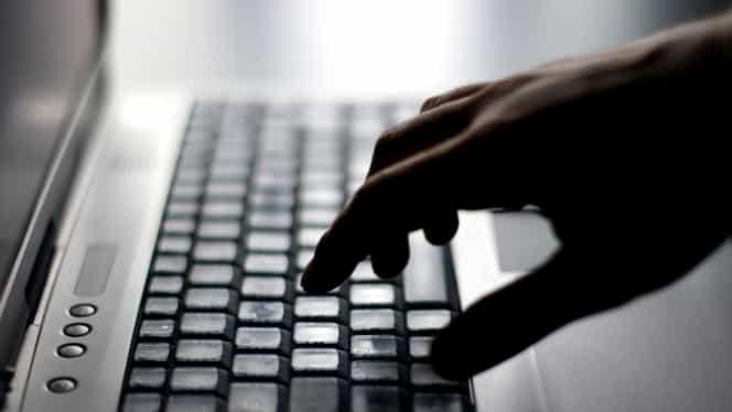Cauţi o SLUJBĂ? Ce NU trebuie să postezi pe Facebook sau Linkedin ca să îţi CREASCĂ ŞANSELE pentru un job