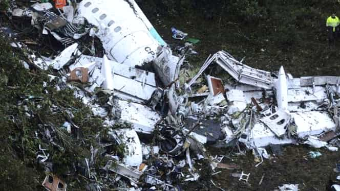 Un avion Boeing 707 s-a prăbușit! Există un supraviețuitor