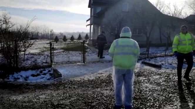 Caz de moarte suspectă în Botoșani! Un bărbat zăcea într-o baltă de sânge în curtea casei. Anchetatorii iau în calcul o posibilă crimă