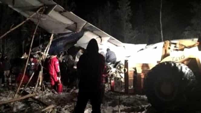 Miracol înainte de Crăciun! S-au prăbuşit cu avionul, dar au supravieţuit!
