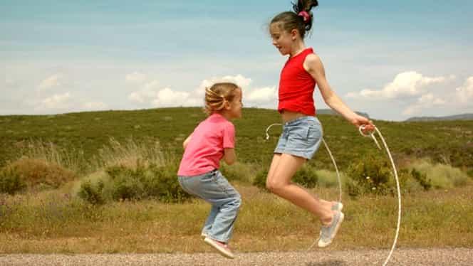 Copilul tău are un prieten imaginar? Medicii spun că ar trebui să te bucuri!