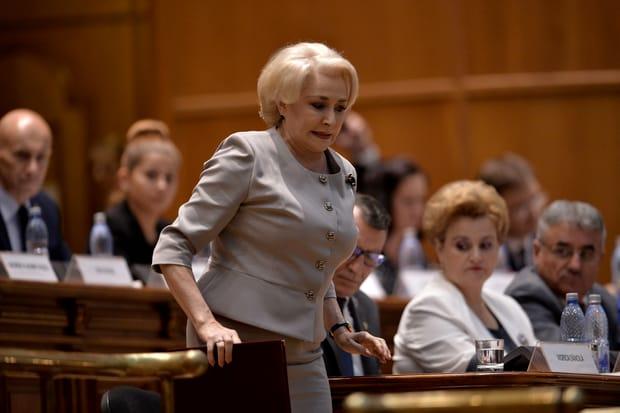 Cum arăta Viorica Dăncilă în tinerețe, când a intrat în PSD! Ce coafură avea. FOTO