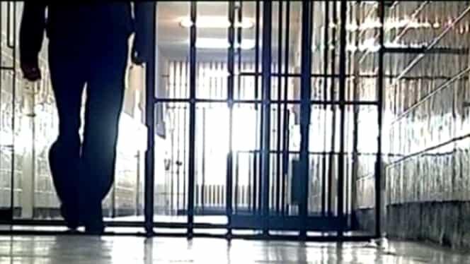 3 deținuți au decedat la Penitenciarul Satu Mare după ce doi colegi de celulă au dat foc la saltele