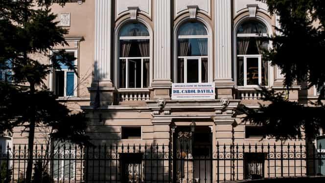 """Universitatea de Medicină şi Farmacie """"Carol Davila"""" a decis supendarea cursurilor din cauza coronavirusului. Porțile instituției rămân închise până la sfârșitul lunii"""