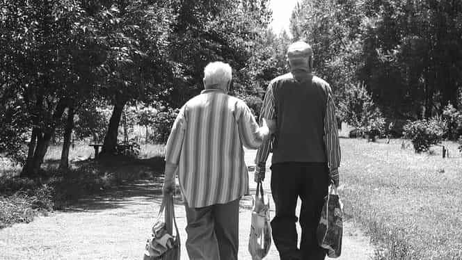 Când se dă pensia în ianuarie. Poșta Română a dezvăluit când vor fi dați banii pensionarilor