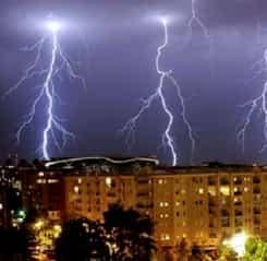 Avertizare meteo de ploi, vijelii și căderi de grindină! Se anunță un weekend cu furtuni!