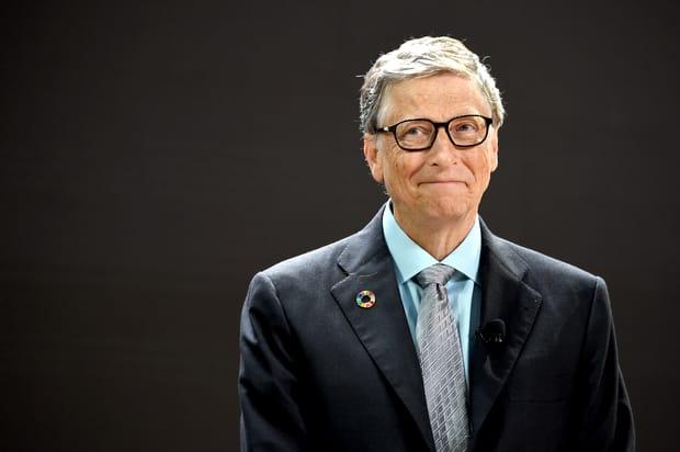Singurul miliardar care stă la coadă. Bill Gates a fost surprins din nou așteptând după alții!