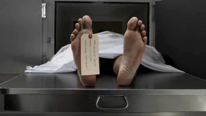 """Medicul legist se pregătea să facă autopsia, când """"pacientul"""" său mort s-a ridicat în fund!"""