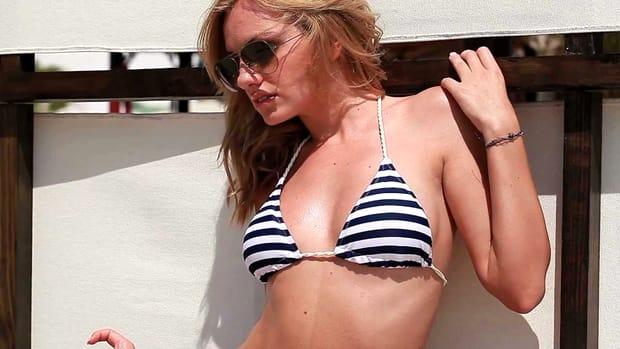 Alexandra Stan a lăsat rușinea deoparte! S-a lăsat fotografiată goală la piscină FOTO