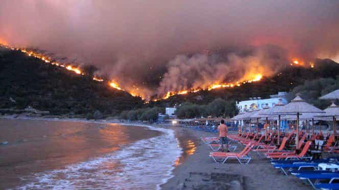 INCENDII DEVASTATOARE ÎN GRECIA: Paradisul grecesc, mistuit de flăcări!