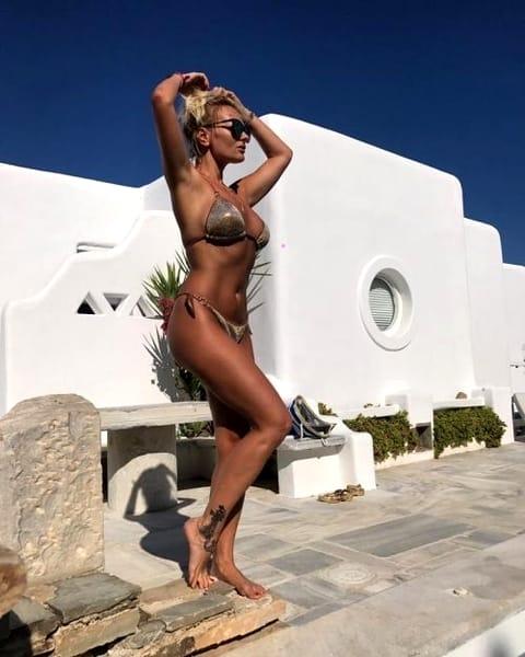 Delia, imagini necenzurate din vacanță! S-a pozat în poziții provocatoare și…