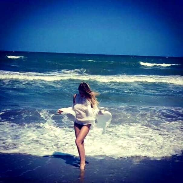 Roxana Nemeş, incredibil de PROVOCATOARE la plajă