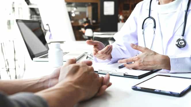 Un IT-ist din Predeal se prefăcea că este medic de familie și dădea rețete compensate pacienților