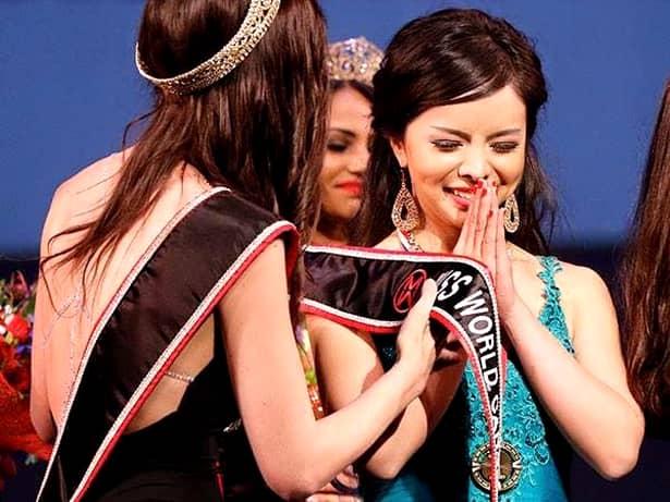 Frumoasele războinice! Două tinere cîştigătoare de titluri de miss au luat o decizie uimitoare