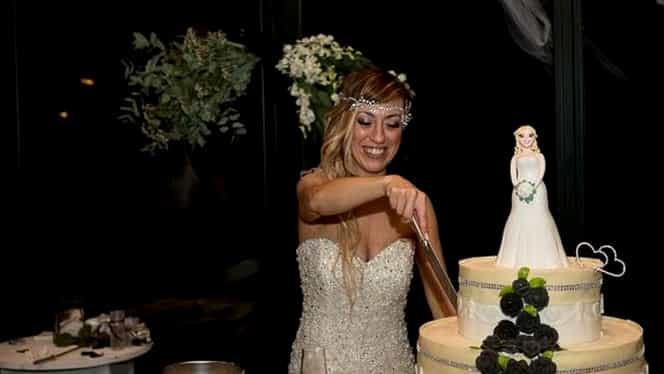 Sologamia câştigă teren! O italiancă s-a căsătorit cu ea însăşi! A avut tort, petrecere şi domnişoare de onoare GALERIE FOTO